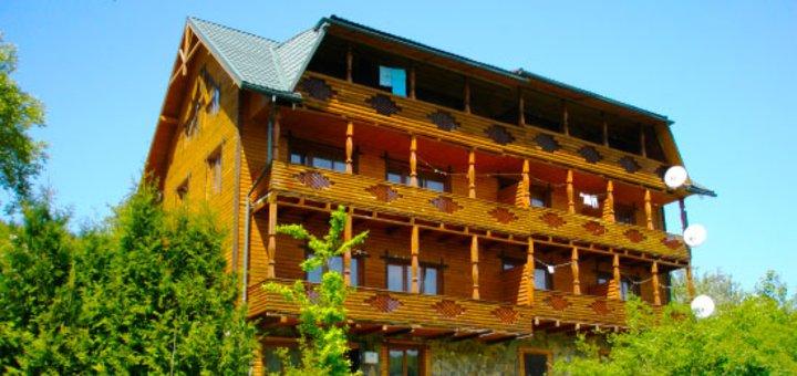 От 3 дней отдыха для двоих в отеле «Гуцульская хата» в Яремче: проживание, 2-разовое питание, баня и другое