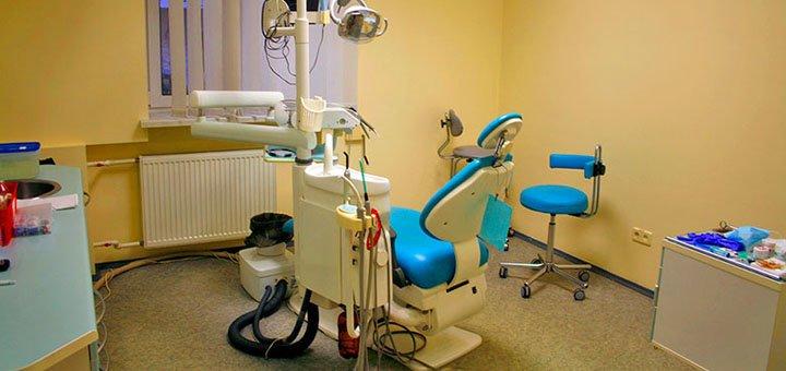 Скидка 50% на установку зубных имплантов в стоматологическом центре «Dentopolis»